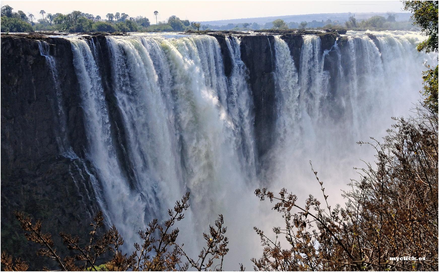 MEMORIAS DE AFRICA -LAS CATARATAS REINA VICTORIA-ZIMBAWE
