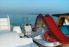 Menorca Tretboote am Strand
