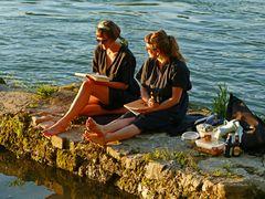 Menschen an ihrem Fluss