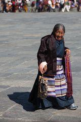 Menschen beim Thimphu Tshechu