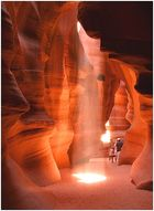 Menschen im Antelope Canyon (Waiting for the Beam)