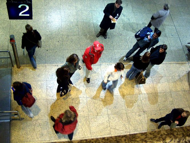 Menschen im Bahnhof