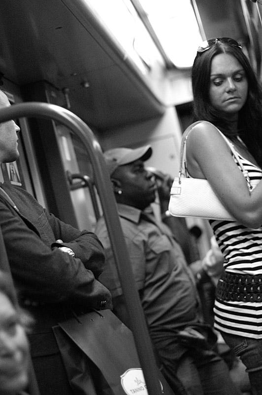 Menschen im mailänder Metro