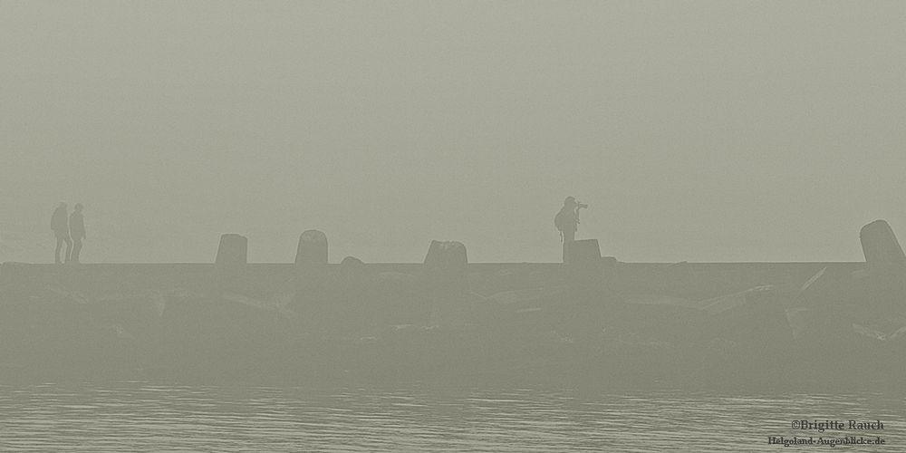 Menschen im Nebel