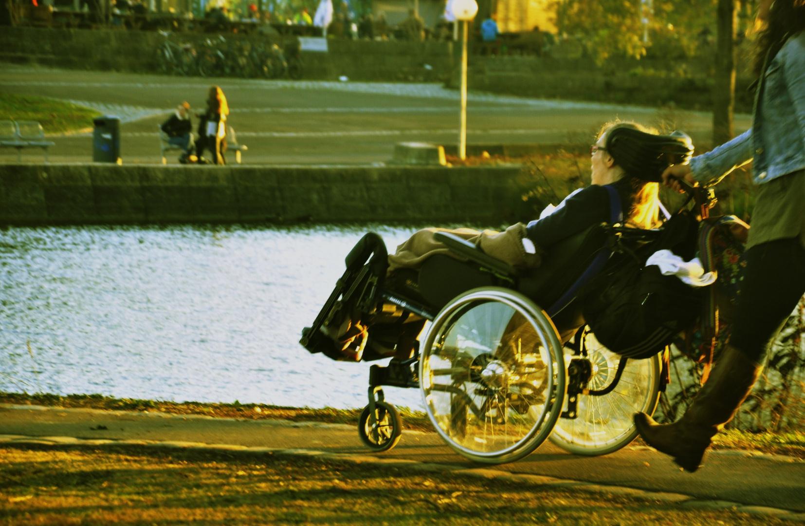 Menschen im Rosensteinpark 2