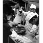 Menschen in Beijing: auf dem Naschmarkt