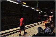 Menschen in der S Bahnstation