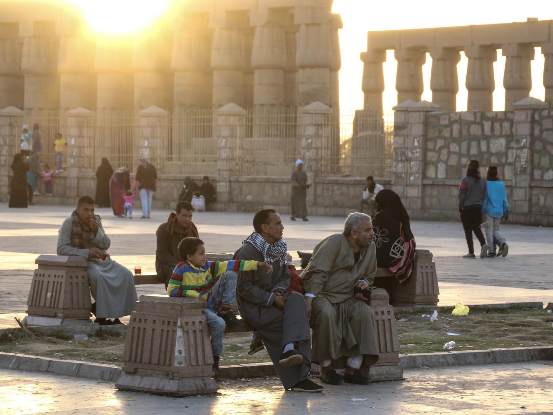 Menschen Platz Luxor sunset Tempel