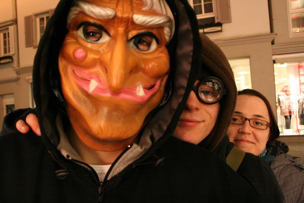Menschen tragen Masken - Stadtmusikanten