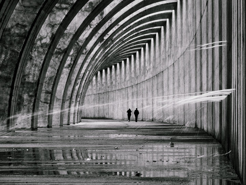Menschen vor Architektur bei Sturm, Tazacorte, Kanaren