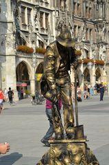 Menschliche Bronzefigur