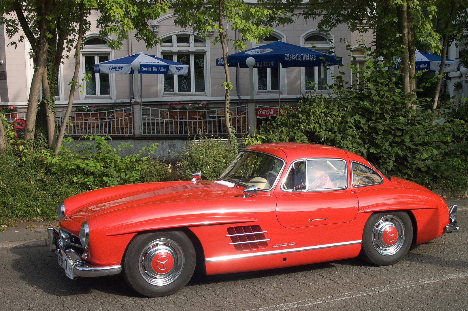 mercedes 300 sl fl gelt rer foto bild autos. Black Bedroom Furniture Sets. Home Design Ideas