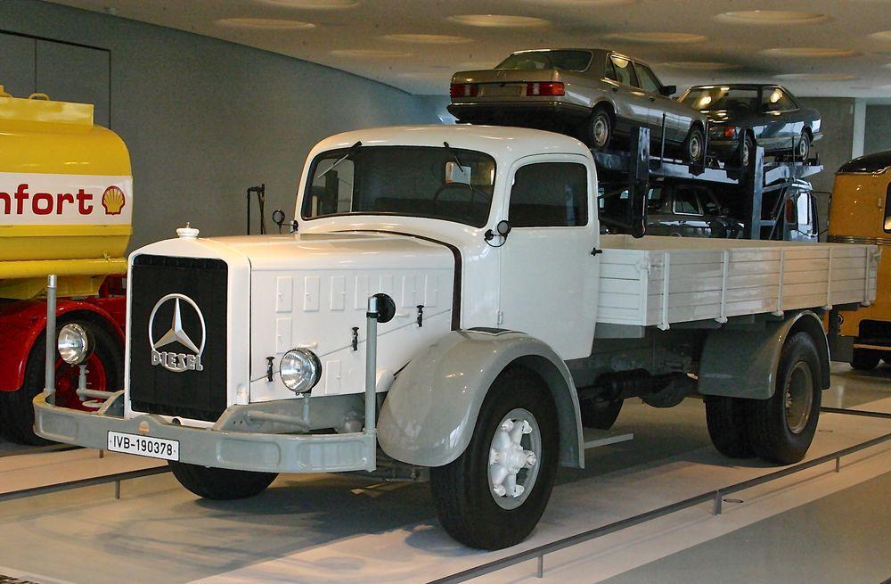 Mercedes-Benz Museum 01