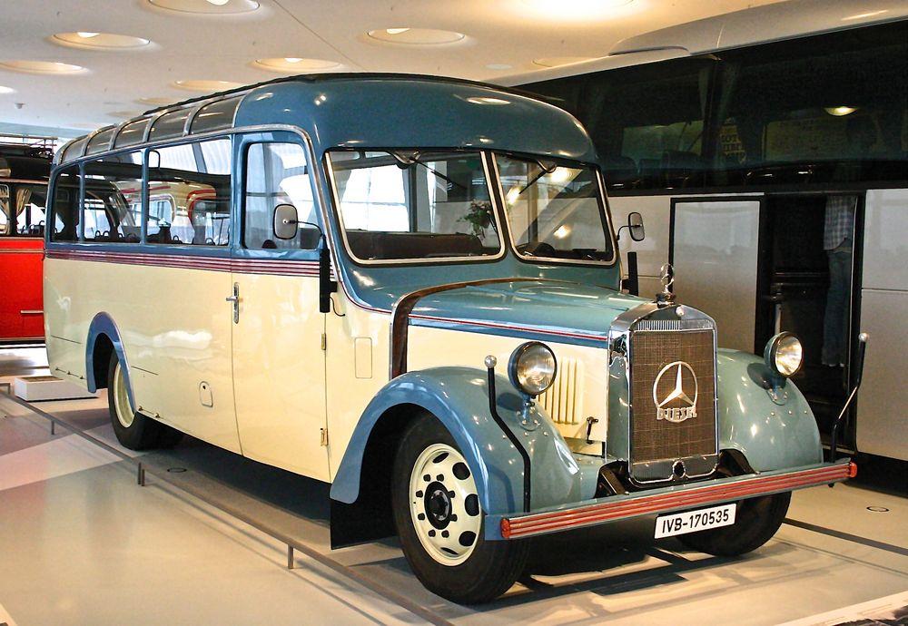 Mercedes-Benz Museum 02