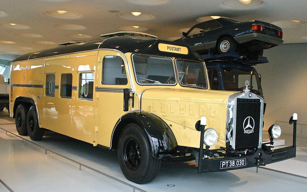 Mercedes-Benz Museum 05