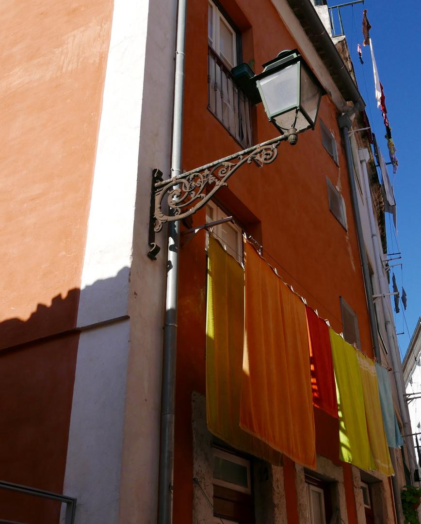 mercredi :  lessive des serviettes jaunes et oranges