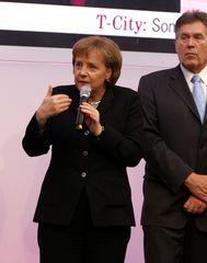 Merkel und Glos auf der CeBIT 2007