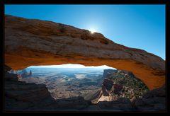 Mesa Arch im Gegenlicht
