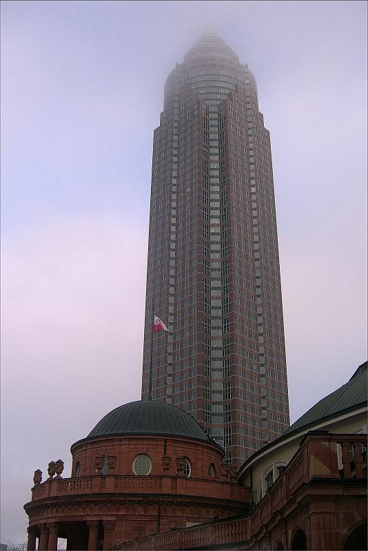 Messeturm [noch] im Nebel
