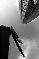 Messeturm und Hammering Man