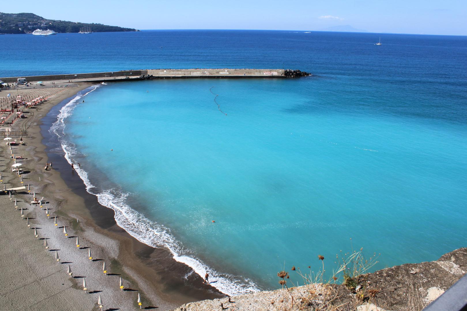 Meta Sorrento spiaggia