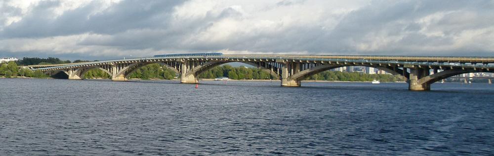 Metrobrücke in Kiew