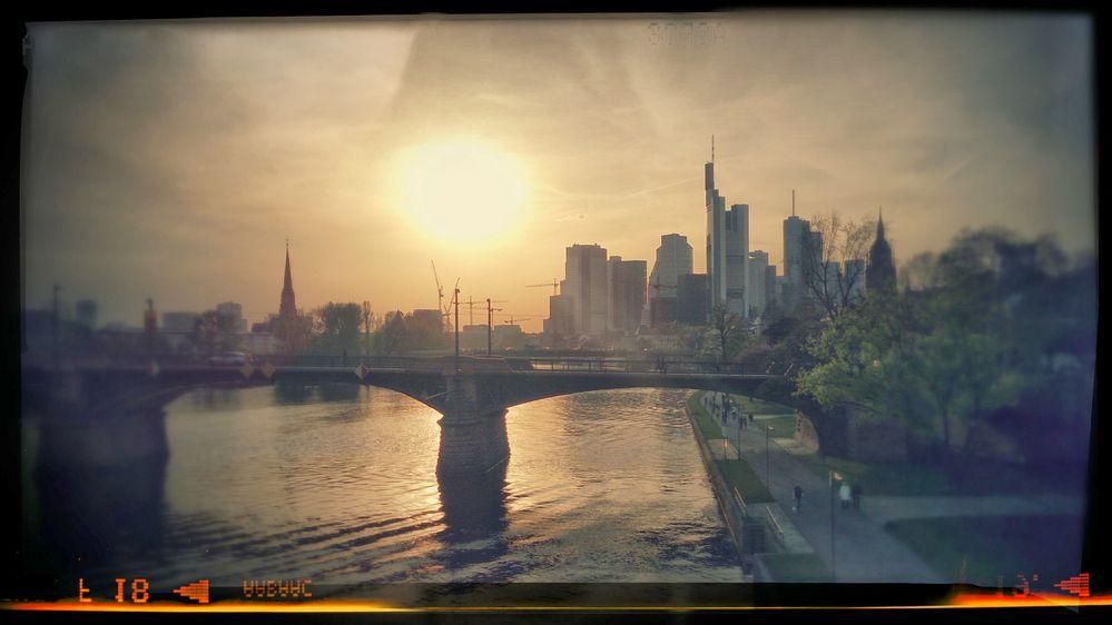 Metropole im späten Licht des frühen Jahres...........