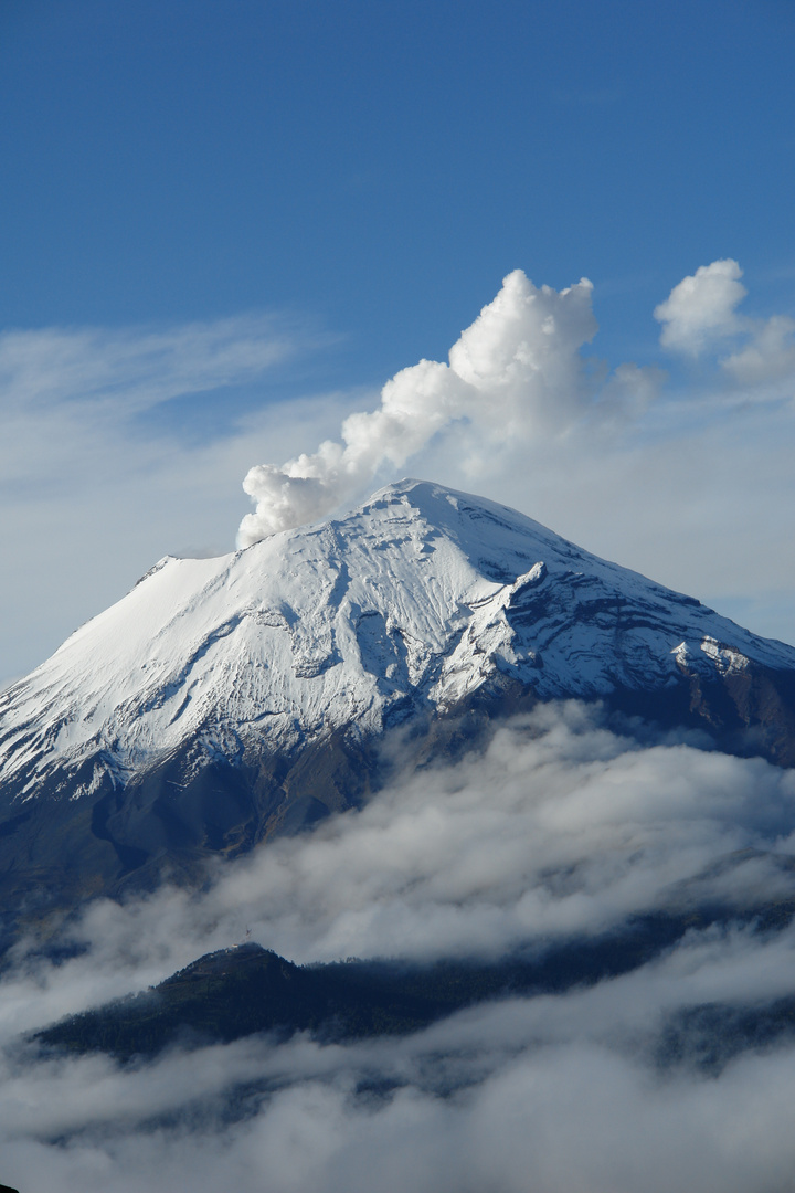 México, Popocatépetl humeante