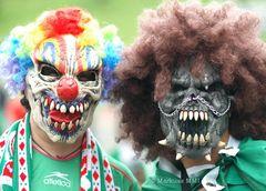 mexikanische Fans mit Masken