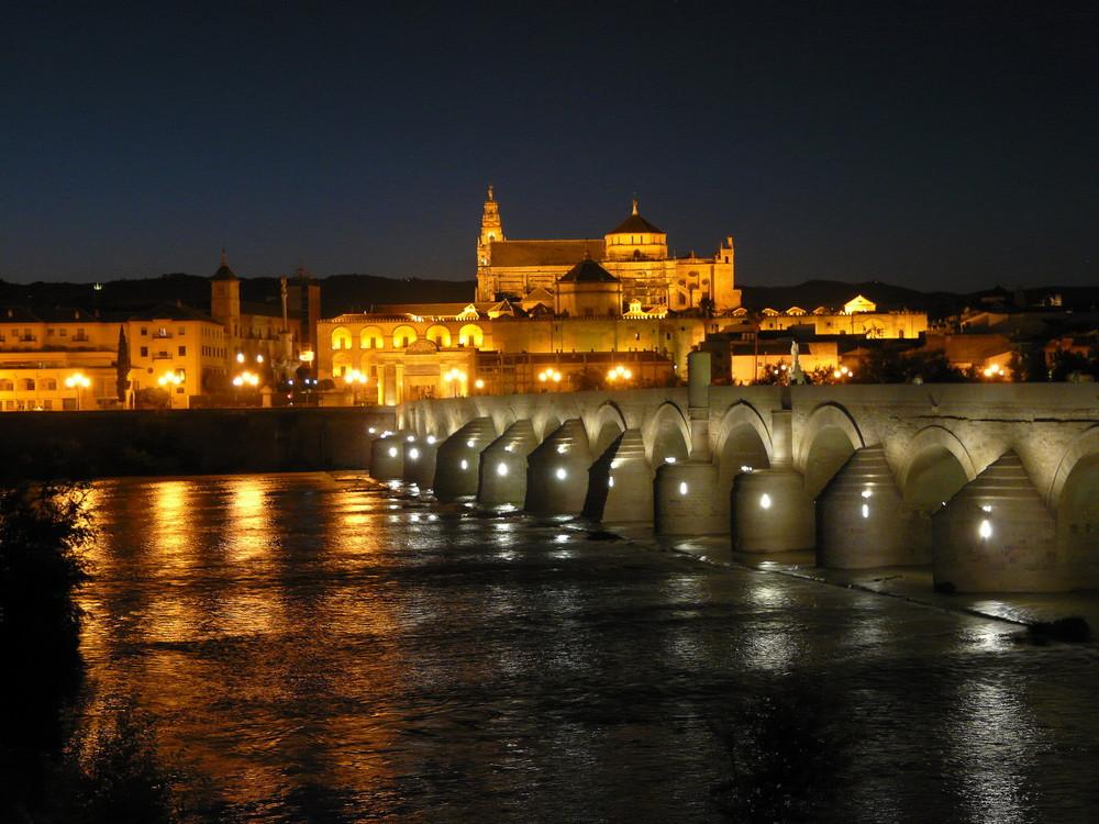 Mezquita y puente romano imagen foto ciudades motivos - Mezquita de cordoba de noche ...