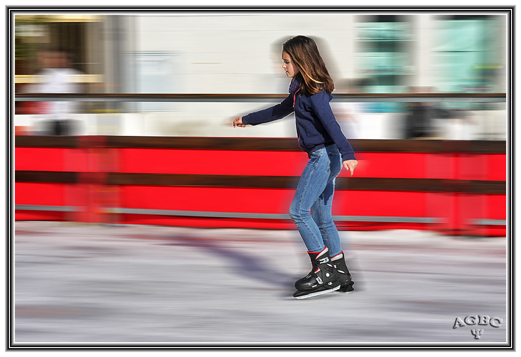 Mi sobrina Paz CSGB patinando sobre hielo a toda velocidad