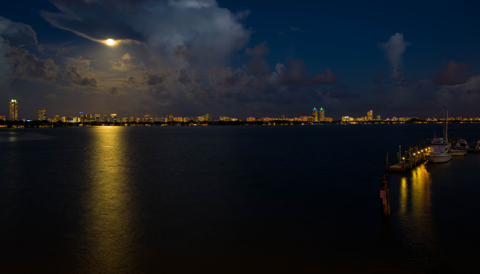 Miami bei Nacht Skyline