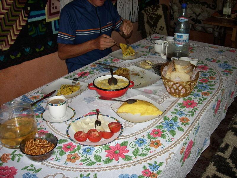 Mic dejun : petit déjeuner Roumain