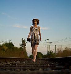 Michaela auf den Bahngleisen ...