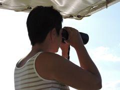 Michaela sucht ihre Fotos in der neuen fc !
