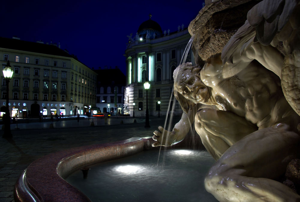 """Michaelerplatz - Brunnen """"Macht zu Lande"""""""