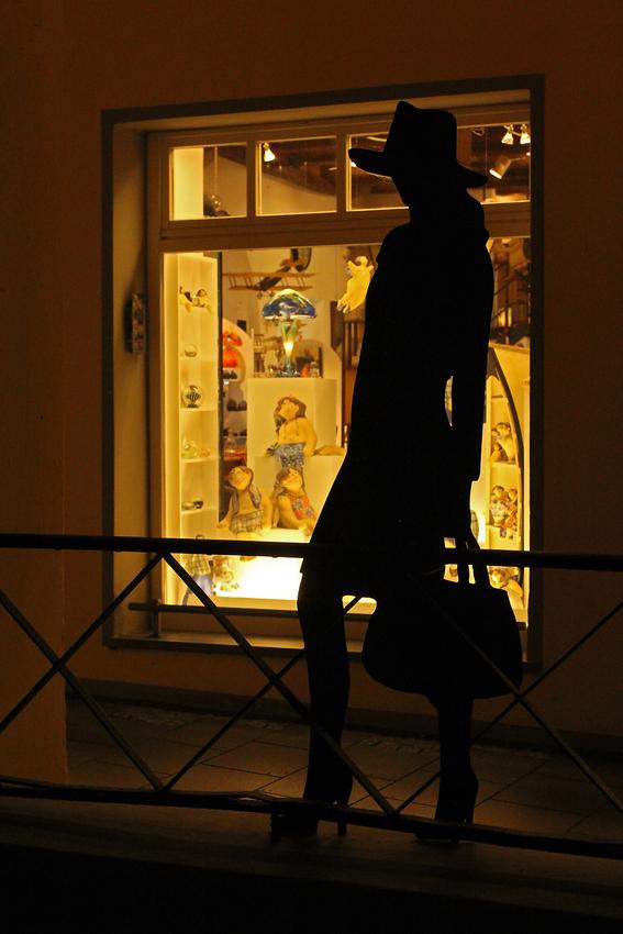 midnight-shopping
