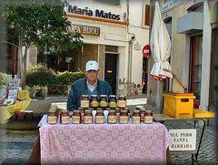 Miele puro in vendita.