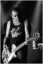 MIKE NESS - SOCIAL DISTORTION