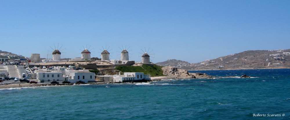 Mikonos. Bianco e blu caratterizzano le isole greche.