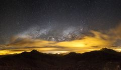 Milkyway breaks throuth the Clouds
