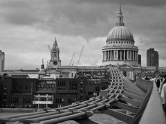 Millenium Bridge und St Paul's Cathedral