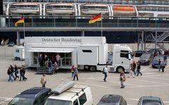 Millionen Träume wurden wahr,der Bundestag hat sich auf die Grösse eines Containers reduziert