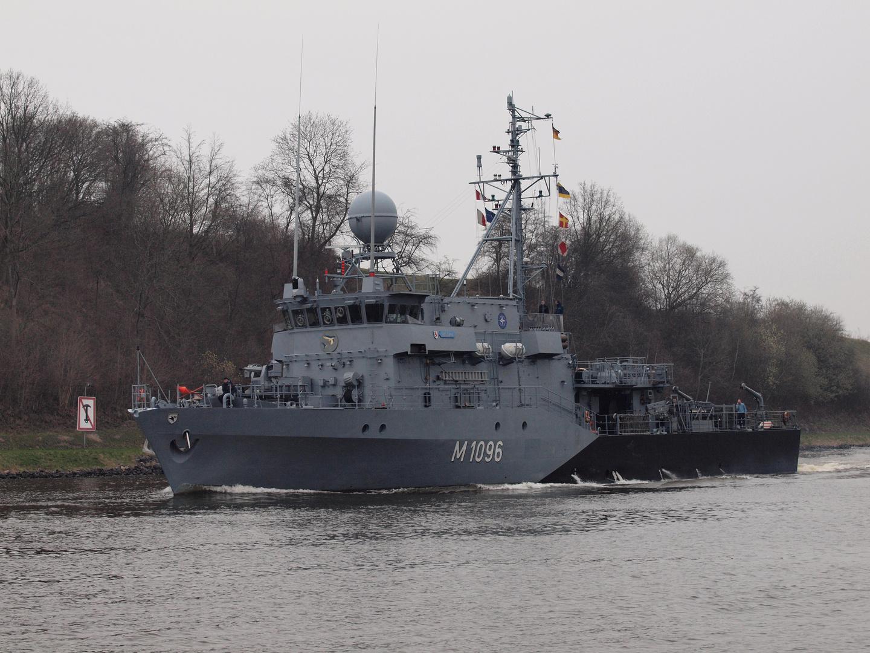 Minenjagdboot PASSAU der deutschen Marine auf dem Nord-Ostsee-Kanal
