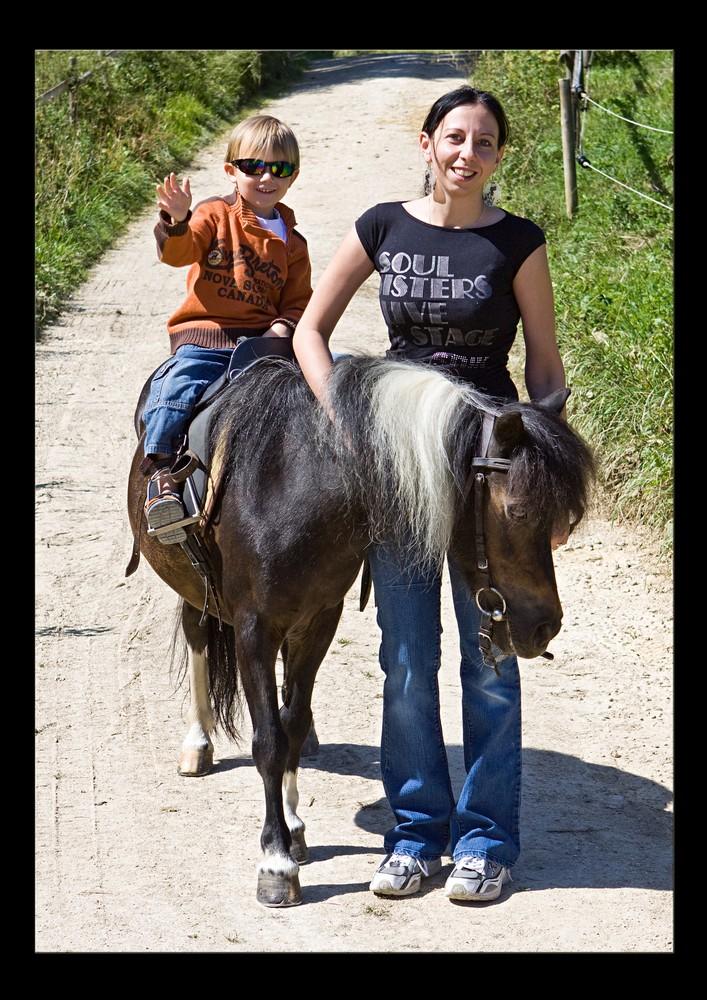 Mini Biker vs. Pony.... ;-)