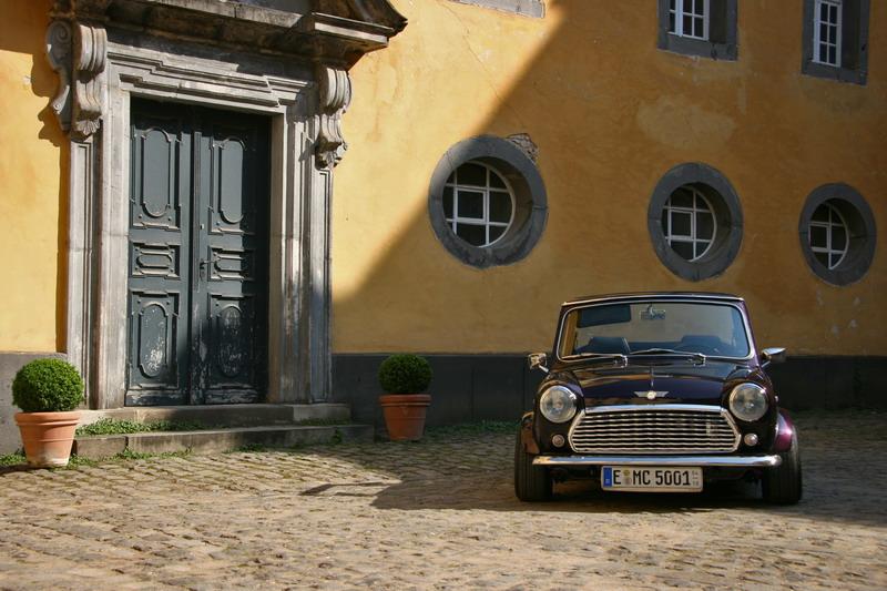 Mini Cabrio im Schloss