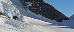 Minilavine am 4107m hohen  Mönch im Berner Oberland...