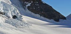 Minilawine am Mönch im Berner Oberland vom Jungfraujoch aus