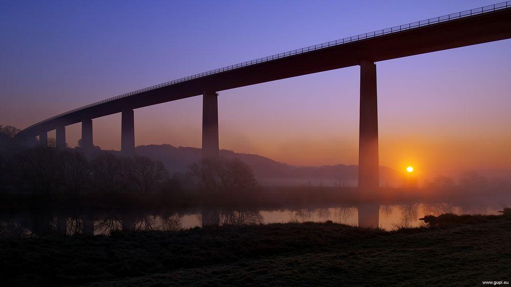 Mintarder Ruhrtalbrücke am Morgen