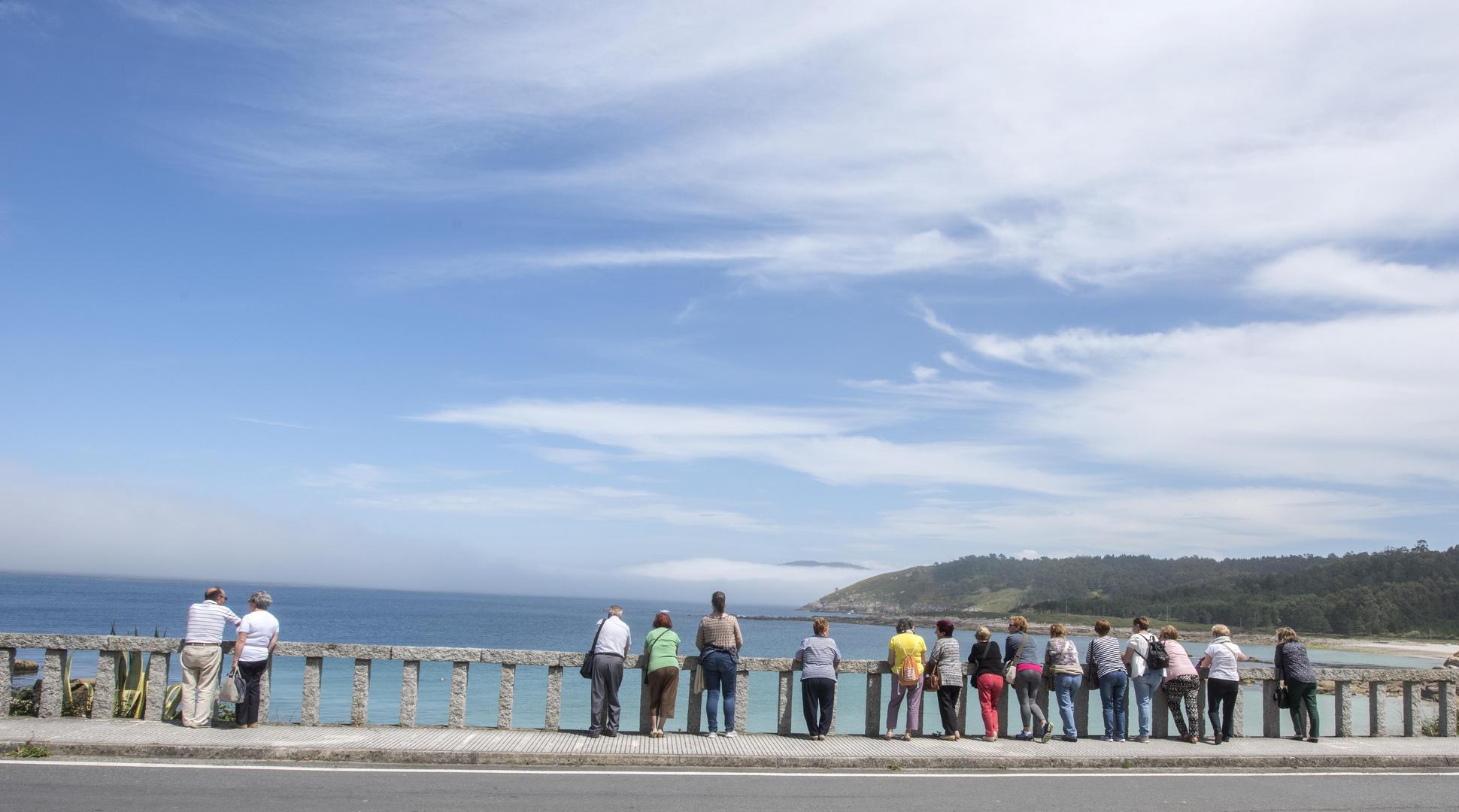 Mirando al mar en la primavera de 2017 en galicia